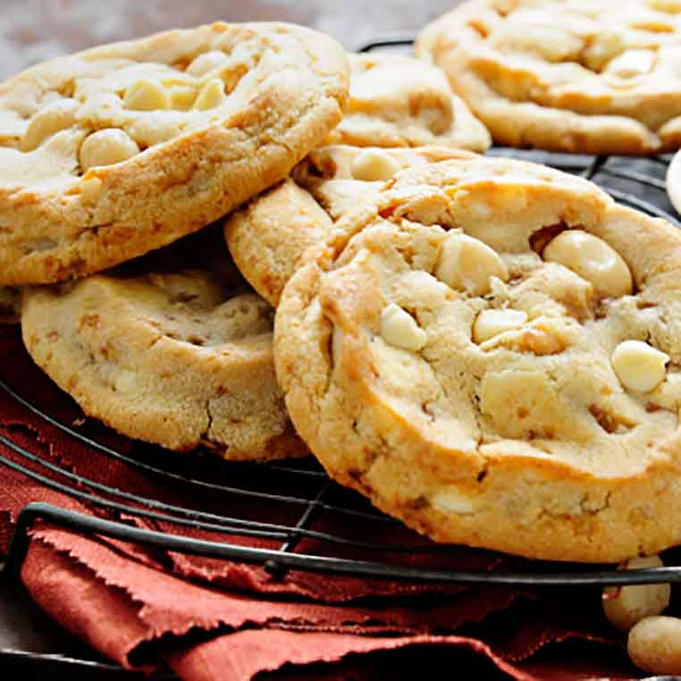 "WHITE CHOCOLATE CHIP COOKIE<br>Pack Size:<span class=""custom-label-text"">165/1.45OZ</span><br>Item Code:<span class=""custom-label-text"">CC40</span> Image"