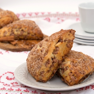 """CINNAMON CHIP SCONE<br>Pack Size:<span class=""""custom-label-text"""">80/4 OZ</span><br>Item Code:<span class=""""custom-label-text"""">DB46</span> Image"""