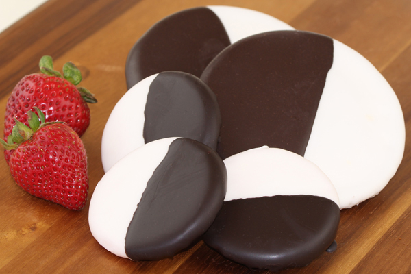 """LARGE BLACK & WHITE COOKIE<br>Pack Size:<span class=""""custom-label-text"""">60/3OZ</span><br>Item Code:<span class=""""custom-label-text"""">SU63</span> Image"""